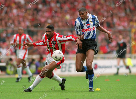Brian Deane (Sheffield Utd) and Carlton Palmer (Sheffield Wed ) Sheffield Wednesday v Sheffield United FA Cup Semi Final Wembley 3/4/93 Great Britain London