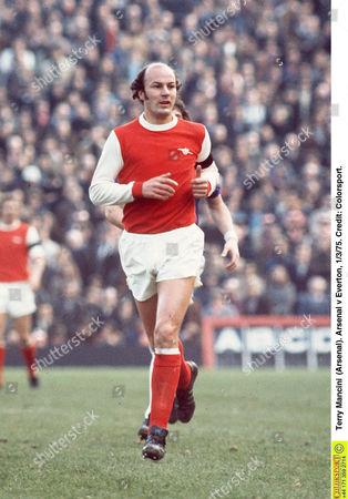Terry Mancini (Arsenal) Arsenal v Everton 1/3/75 Great Britain London