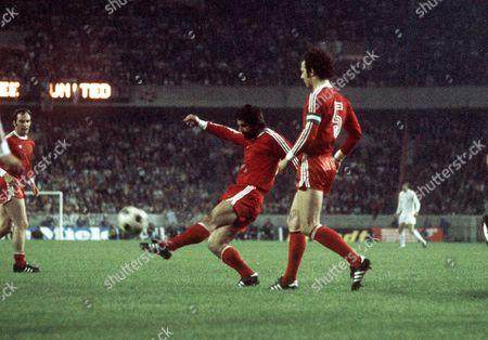 Gerd Muller and Franz Beckenbauer (Bayern) Bayern Munich v Leeds United The European Cup Final 28/5/75 France Paris