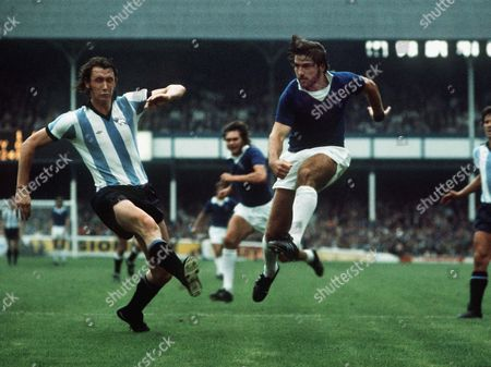 Bob Latchford - Everton Rod Thomas - Derby County 30/8/75 Great Britain