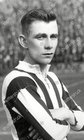 Thomas Lang - Newcastle United 1927-34 Great Britain Thomas Lang (Newcastle Utd)