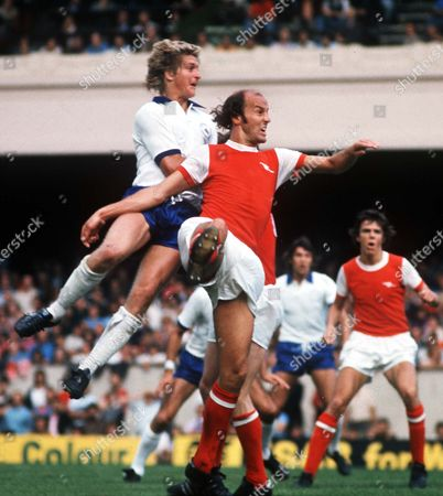 Terry Mancini (Arsenal) Chris Garland (Leicester City) Arsenal v Leicester 1975/76 Great Britain London