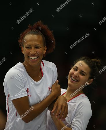 Serena Guthrie and Mia Ritchie of England Netball share a joke
