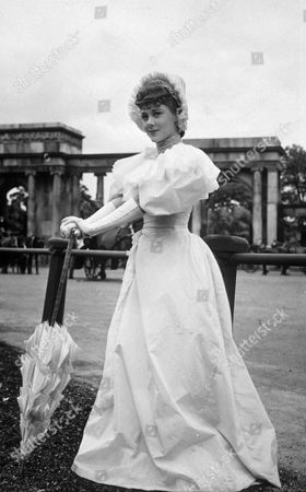 GLYNIS JOHNS THE FILM AN '' IDEAL HUSBAND''