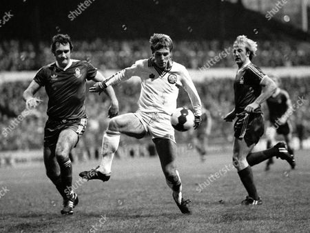 Wayne Entwistle (Leeds United) Larry Lloyd and Kenny Burns (Notts Forest) FA Cup 3rd rd 5/1/80 Leeds United v Nottingham Forest Great Britain Nottingham FA Cup R3: Leeds Utd 1 N Forest 4
