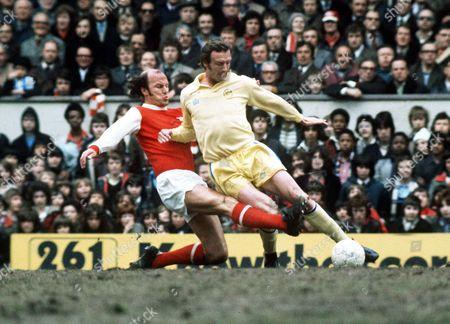 Paul Madeley (Leeds United) Terry Mancini (Arsenal) Arsenal v Leeds Utd 1974/75 Great Britain London Arsenal 1 Leeds Utd 2