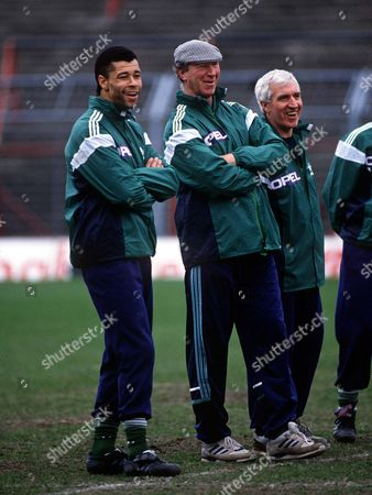 Jackie Charlton (Manager) with Paul McGrath during training 26/3/90 Training session Credit : Andrew Cowie/Colorsport Great Britain Eire v Wales