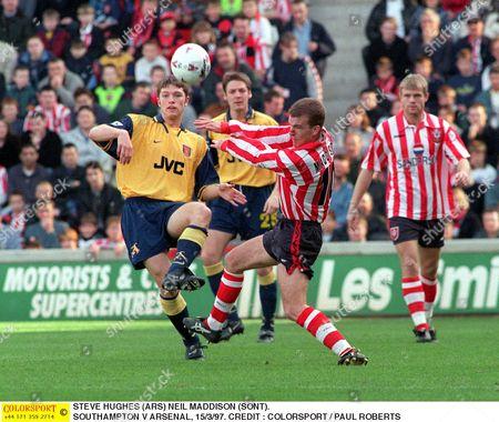 STEVE HUGHES (ARS) NEIL MADDISON (SONT) SOUTHAMPTON V ARSENAL 15/3/97 Great Britain Southampton