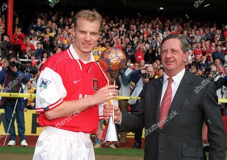 DENNIS BERGKAMP RECIEVES THE WORLD PLAYER OF THE YEAR AWARD FROM PETER HILL-WOOD ARSENAL V SHEFFIELD WEDNESDAY 28/03/1998 Great Britain London