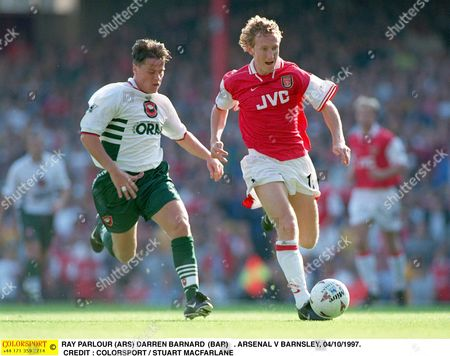 RAY PARLOUR (ARS) DARREN BARNARD (BARN) ARSENAL V BARNSLEY 04/10/1997 Great Britain London