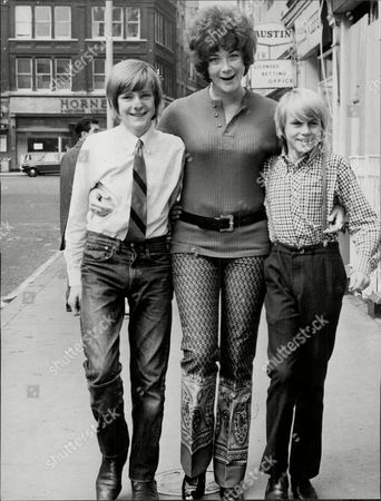Editorial photo of Actress Linda Thorson With Actors Gary Cann And Philip Maskery Who Are To Star In The Play 'its A Two Foot Six Inches Above The Ground'.