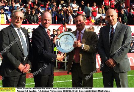 Steve Braddock recieves his award from Arsenal chairman Peter Hill-Wood Arsenal 4:1 Everton F A Carling Premiership 16/10/99 Great Britain London