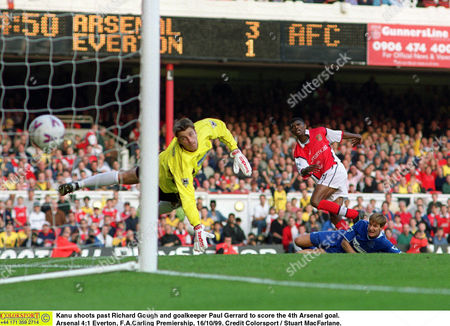 Kanu shoots past Richard Gough and goalkeeper Paul Gerrard to score the 4th Arsenal goal Arsenal 4:1 Everton F A Carling Premiership 16/10/99 Great Britain London