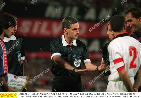 FOOTBALL - EUROPEAN CUP FINAL 18/5/1994 MILAN 4 BARCELONA 0 REFEREE PHILIP DON (ENGLAND) WITH 2 CAPTAINS JOSE BAKERO (BARCELONA) & MAURO TASSOTTI (MILAN 2) Austria Vienna