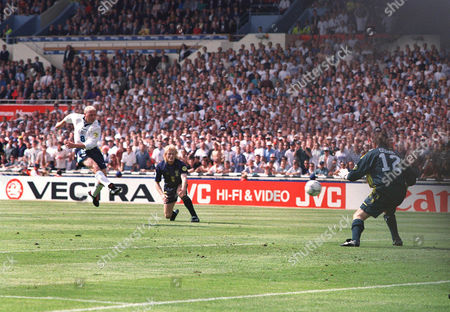 PAUL GASCOIGNE scores his goal past Andy Goram (right) and Colin Hendry EURO CHAMPIONSHIPS 1996 ENGLAND v SCOTLAND 15/6/96 WEMBLEY Euro 1996 Grp A: Scotland 0 England 2