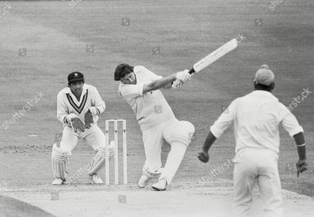 Obituary - Former Cricketer Mike Hendrick dies aged 72