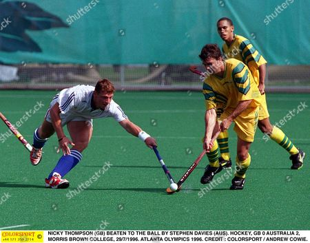 NICKY THOMPSON (GB) BEATEN TO THE BALL BY STEPHEN DAVIES (AUS) HOCKEY GB 0 AUSTRALIA 2 MORRIS BROWN COLLEGE 29/7/1996 ATLANTA OLYMPICS 1996 USA Atlanta