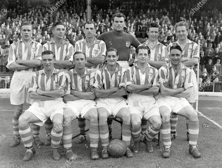 Football : Stoke City v Leicester city 14/09/1953 Stoke City team group Back row : l to R G Bourne F Mountford J McCue F Elliott R Beckett J Sellars Front : J Malkin F Bowyer F Finney A Martin H Connor Stoke City v Leicester