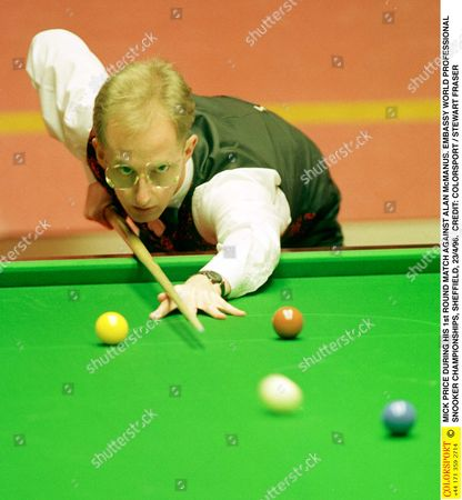 MICK PRICE DURING HIS 1st ROUND MATCH AGAINST ALAN McMANUS EMBASSY WORLD PROFESSIONAL SNOOKER CHAMPIONSHIPS SHEFFIELD 23/4/96 Great Britain Sheffield