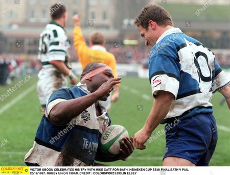 VICTOR UBOGU CELEBRATES HIS TRY WITH MIKE CATT FOR BATH HEINEKEN CUP SEMI FINAL BATH V PAU 20/12/1997 RUGBY UNION 1997/8 Great Britain Bath