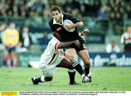 MARK MAYERHOFLER EVADES STEVE OJOMOH TO SCORE A TRY ON HIS ALL BLACKS DEBUT NEW ZEALAND V ENGLAND 1st TEST CARISBROOK DUNEDIN NEW ZEALAND 20/6/98 New Zealand Dunedin