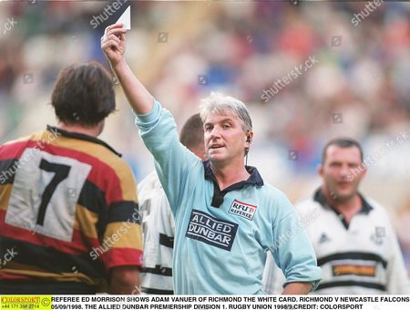 Stock Photo of REFEREE ED MORRISON SHOWS ADAM VANUER OF RICHMOND THE WHITE CARD RICHMOND V NEWCASTLE FALCONS 05/09/1998 THE ALLIED DUNBAR PREMIERSHIP DIVISION 1 RUGBY UNION 1998/9 Great Britain Reading