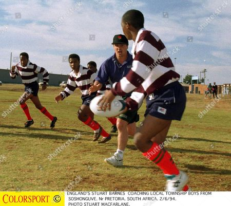England' s Stuart Barnes coaches local township boys from Soshonguve Nr Pretoria 2/6/94 England' s tour to South Africa 1994 South Africa Pretoria