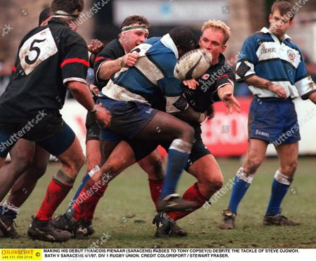 MAKING HIS DEBUT FRANCOIS PIENAAR (SARACENS) PASSES TO TONY COPSEY(5) DESPITE THE TACKLE OF STEVE OJOMOH BATH V SARACENS 4/1/97 DIV 1 RUGBY UNION Great Britain Bath