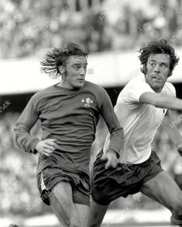 Ian Hutchinson (Chelsea) Mike England (Spurs) Chelsea v Tottenham Hotspur 12/10/74 Chelsea 1 Spurs 0