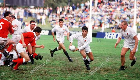 Richard Harding (England) peels away as Dean Richards (right) awaits a pass Wales v England Rugby World Cup 1/4 Final Brisbane 8/06/1987 RWC1987 QF: Wales 16 England 3