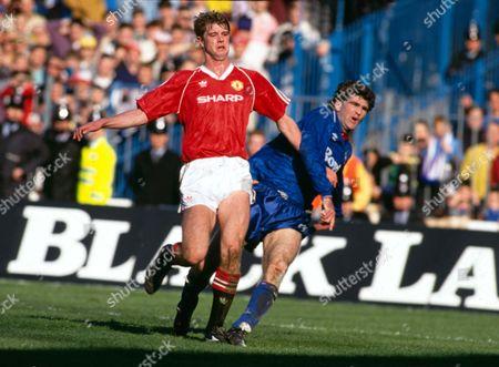 Gary Pallister (Man Utd) Ian Marshall (Oldham) Manchester United v Oldham Athletic FA Cup Semi Final 1990 8/4/90 FA Cup SF: Man Utd 3 Oldham 3