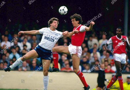 David O'Leary (Arsenal) Mark Falco (Spurs) Arsenal v Tottenham Hotspur 6/9/1986 Arsenal 0 Spurs 0