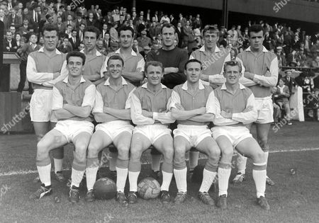 Football - 1960 / 1961 First Division - Preston North End 2 Arsenal 0 The Arsenal team group before the game at Bloomfield Road on 30/8/60 Back (left to right): John 'Jackie' Henderson Michael Everitt Len Wills Jack Kelsey William McCullough John Snedden Front: Alan Skirton David Herd Tommy Docherty Jimmy Bloomfield John Barnwell Arsenal - 1960/61