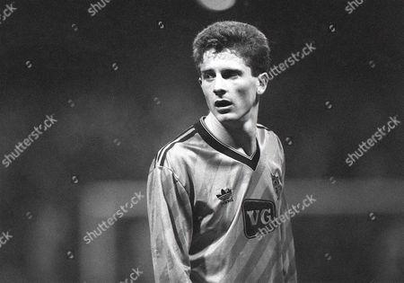 Kevin Gallacher (Dundee Utd) Dundee United v Barcelona UEFA Cup 1/4 Final at Tannadice Park 4/3/1987 UEFA Cup QF: Dundee Utd 1 Barcleona 0