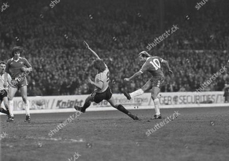 Clive Walker (Chelsea) Scores his goal past David Barton (Newcastle) Chelsea v Newcastle United 1979/80 12/1/80 Chelsea 4 Newcastle Utd 0