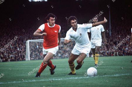 Ray Kennedy (Arsenal) Antonio Adolfo (Benfica) Arsenal v Benfica 4/8/1971 Highbury Arsenal v Benfica