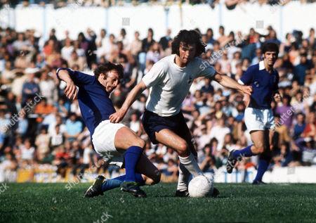 Chris McGrath (Tottenham) Alan Hunter (Ipswich) Tottenham Hotspur v Ipswich Town 17/8/74 Spurs 0 Ipswich 1
