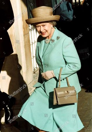 THE QUEEN AT A SERVICE IN LADBROKE GROVE FOR THE VICTIMS OF THE PADDINGTON RAIL CRASH.