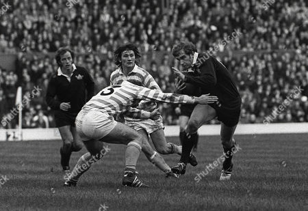 Rugby Union - 1972 Varsity Match - Oxford University 6 Cambridge University 16 Oxford's Richard Lee takes on Richard Edwards at Twickenham 1972 Varsity Match: Oxford 6 Cambridge 16