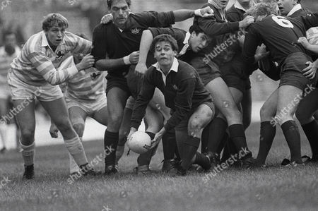Rugby Union - 1985 Varsity Match - Oxford University 7 Cambridge University 6 Simon Roberts (Oxford) at Twickenham 1985 Varsity Match: Oxford 7 Cambridge 6