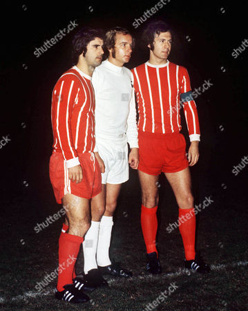 Phil Beal (Tottenham) with Gerd Muller (left) and Franz Beckenbauer (right) B Munich Tottenham Hotspur v Bayern Munich 1973 3/12/73 Phil Beal Testimonial match Testimonial: Spurs v Bayern Munich
