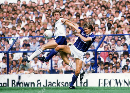 Mark Falco (Spurs) John O'Neill (Leicester) Tottenham Hotspur v Leicester City 27/8/84 1984 / 85 season Spurs 2 Leicester 2