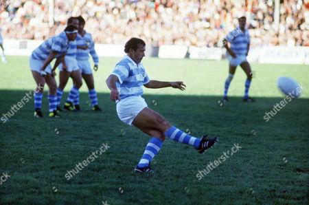 Hugo Porta (Argentina) kicks a penalty goal New Zealand v Argentina; Pool 3; Athletic Park Wellington01/06/1987 RWC1987 Pool 3: NZ 46 Argentina 15