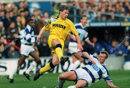Nick Barmby (Spurs) Simon Barker (QPR) Queens Park Rangers v Tottenham Hotspur 27/11/1993 QPR 1 Spurs 1