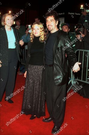 AL PACINO AND BEVERLY D'ANGELO AT THE NEW YORK PREMIERE OF 'THE INSIDER'.