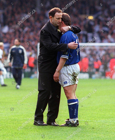 Martin O'Neill (Leicester Manager) consoles Tony Cottee after the match Tottenham Hotspur v Leicester City Worthington League Cup Final 1999 Lge Cup Final: Spurs 1 Leicester 0