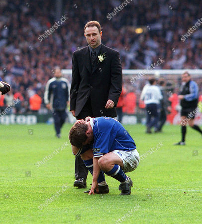 Martin O'Neill (Leicester Manager) goes over to consoles Tony Cottee after the match Tottenham Hotspur v Leicester City Worthington League Cup Final 1999 Lge Cup Final: Spurs 1 Leicester 0