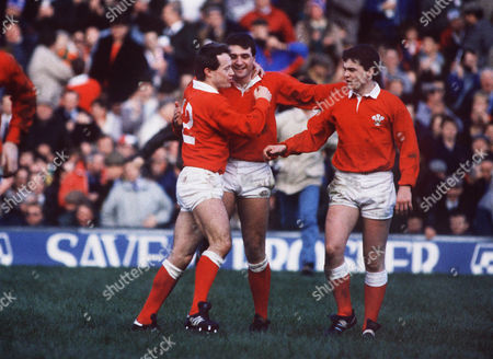 ADRIAN HADLEY CELEBRATES HIS TRY WITH Bleddyn Bowen and Roland Phillips ENGLAND V WALES TWICKENHAM 06/02/1988 5N 1988: England 3 Wales 11