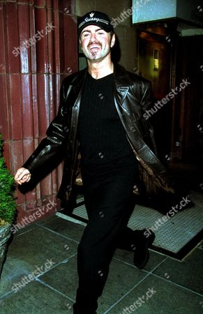 """GEORGE MICHAEL LEAVING THE LOWELL HOTEL AT THE PREMIERE OF THE FILM """"THE INSIDER"""". NEW YORK CITY."""