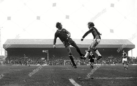 Ian Hutchinson (Chelsea) Roger Devries (Hull City) 1975 / 76 Season Hull City v Chelsea 8/11/75 Hull City 1 Chelsea 2